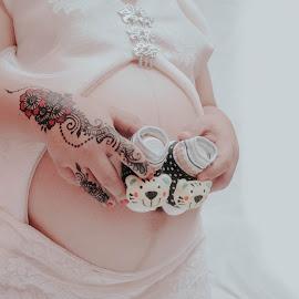 by Edo Amaramukti - People Maternity