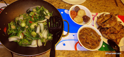 Photo: vegetable medley:Okra (two varieties), Chinese beans, bok choy and tomatoes