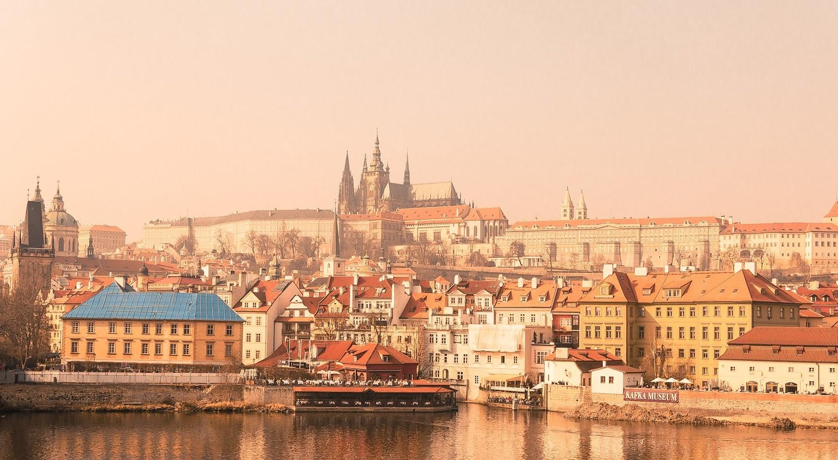 Lennot ja hotelli Praha