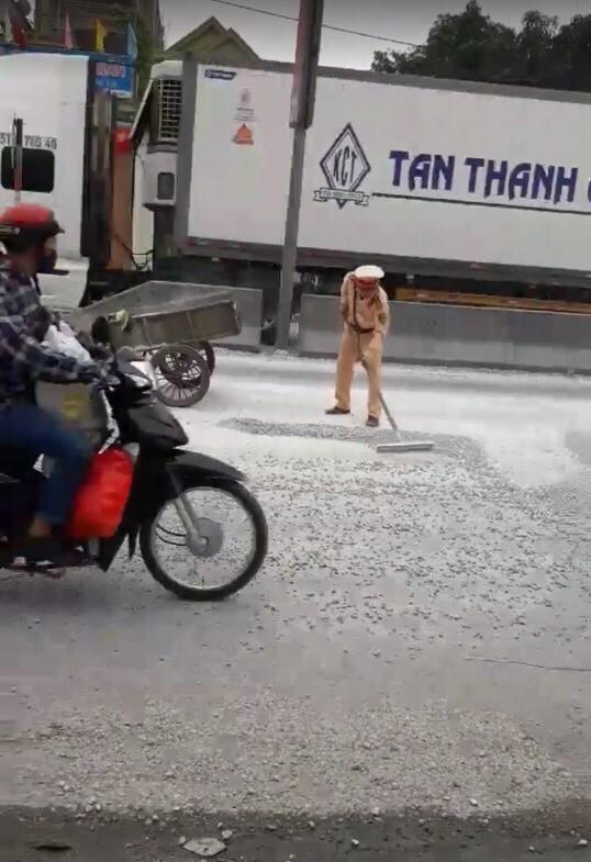 Hình ảnh đẹp của CSGT huyện Quỳnh Lưu