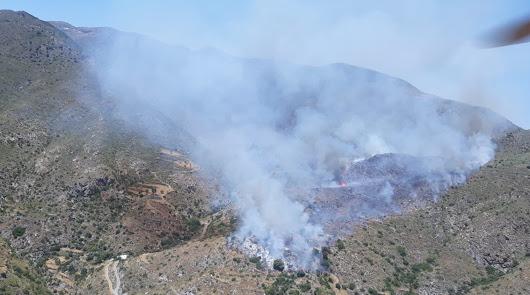 12 medios aéreos y 80 personas contra el incendio que afecta a Mojácar y Turre