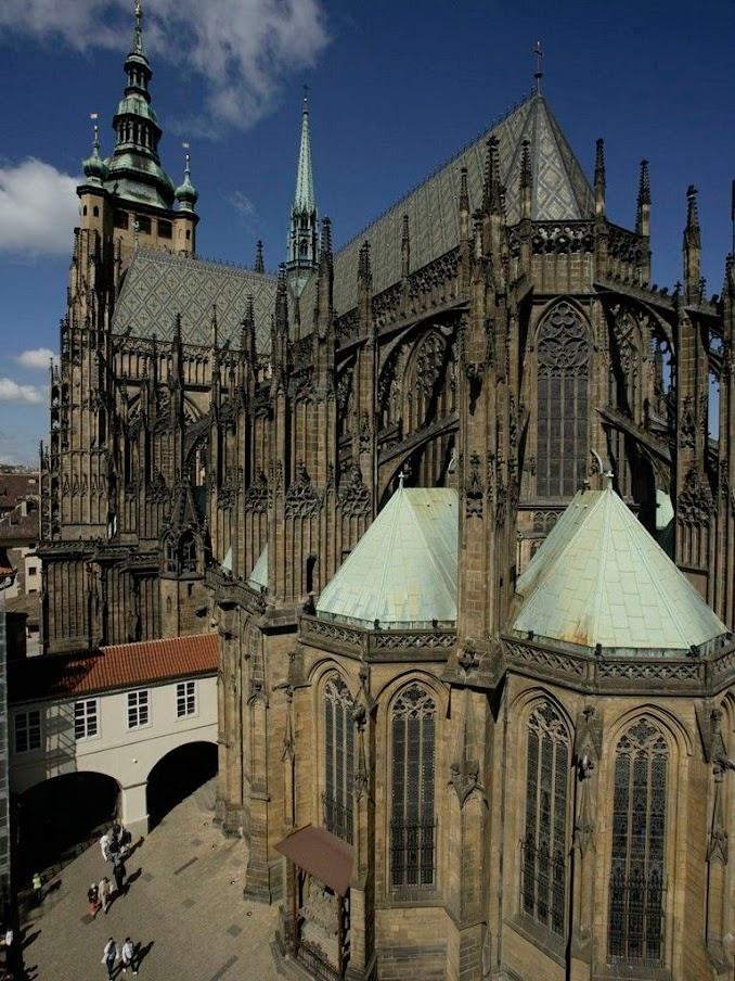 Jihovýchodní pohled na Katedrálu sv. Víta, Václava a Vojtěcha