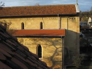 Photo: Südostseite der Martinskirche nach der Renovierung 2009. Fugen und Risse sind geschlossen, Bemalungsreste gesichert und das Seitendach erneuert.