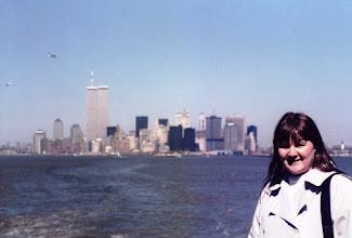 Photo: Pirkko New Yorkissa keväällä 1986 - taustalla vielä WTC:n tornit