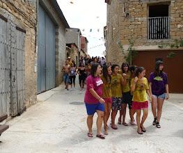 Photo: A las 12h del mediodía, una hora antes del chupinazo, la charanga acompañada por los jóvenes recorrió las principales calles de la localidad.