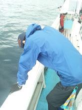 Photo: またバラした。 「誰か俺を殴ってくれ!蹴飛ばしてくれ!そして海に突き落としてくれ!」 ・・・そこまで落ち込まなくても。