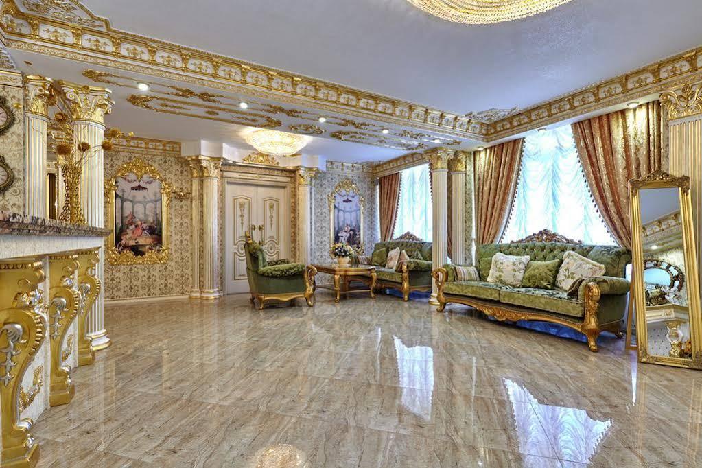 Hotel Monarch