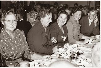 Photo: I midten, Anna Bæk, Magda Bøjer, Ester Johansen Indsendt af Mona Bæk