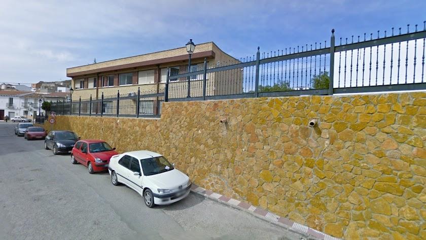 Exterior del colegio público cantoriano.