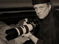 portret van Bruce Smith met camera