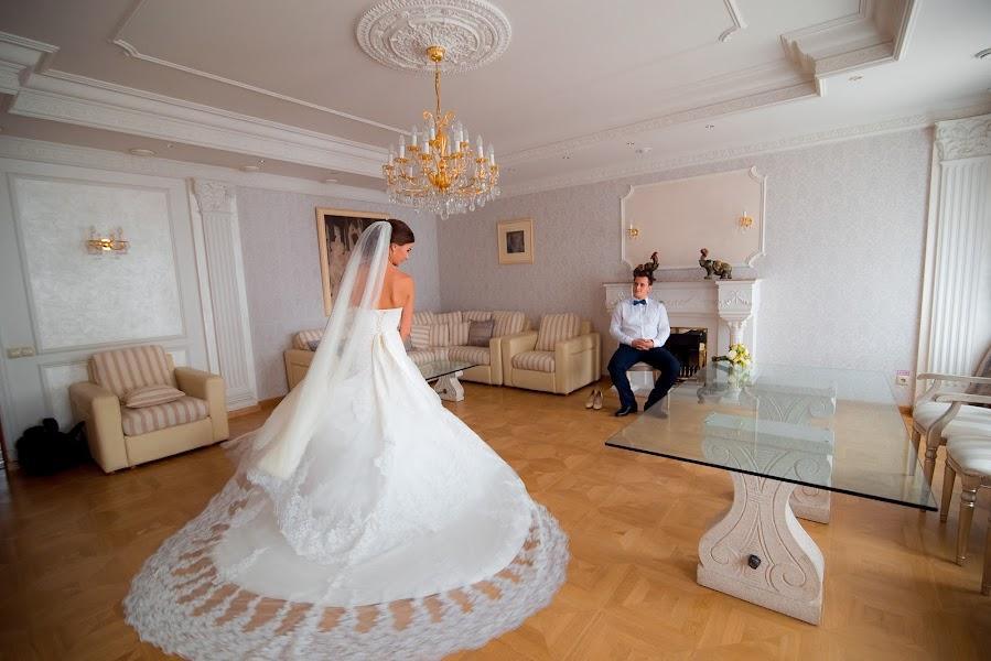 Fotógrafo de bodas Vladimir Pentegov (Montekris). Foto del 13.01.2015