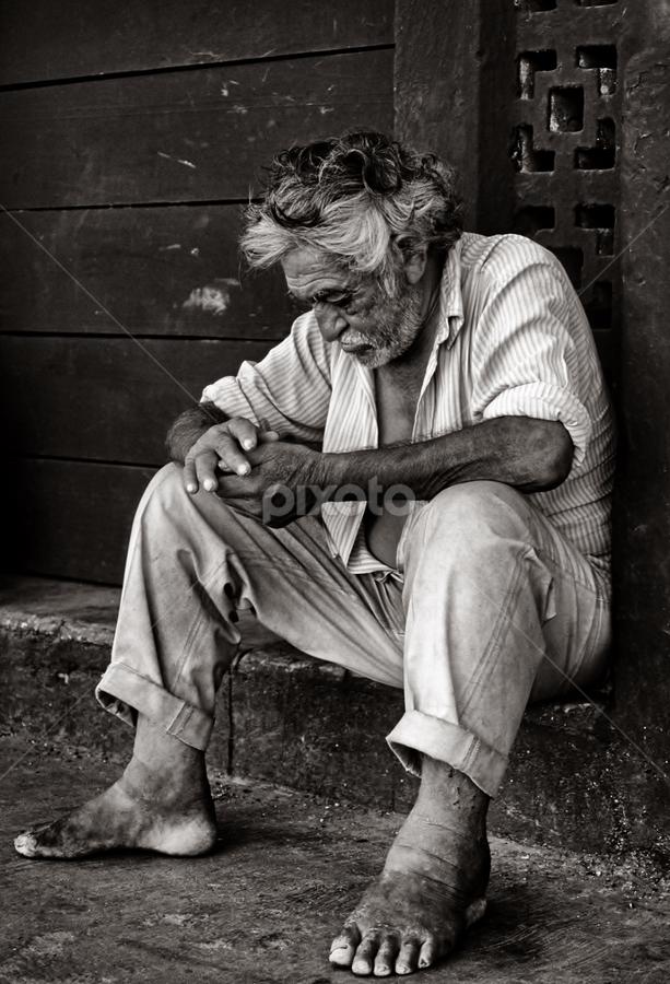 Uomo messicano by Paolo Grigolato - People Portraits of Men ( uomo, relax, seduto, ambiente, paese,  )