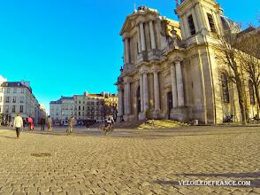 Photo: La Cathédrale Saint-Louis à Versailles, datée du 18e siècle - e-guide balade à vélo dans Versailles et son parc par veloiledefrance.com