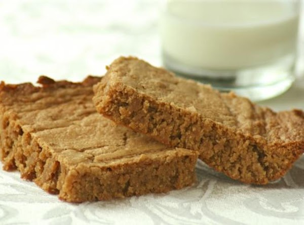Rich, Moist And Chewy Cinnamon Peanut Butter Bars Recipe