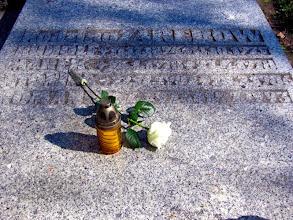 Photo: Obchody Jubileuszu rozpoczęliśmy dwa dni wcześniej, kiedy delegacja uczniów złożyła symboliczne kwiaty i zapaliła znicze na grobach osób, które były ważne w historii szkoły: Rudolfa Zaręby,
