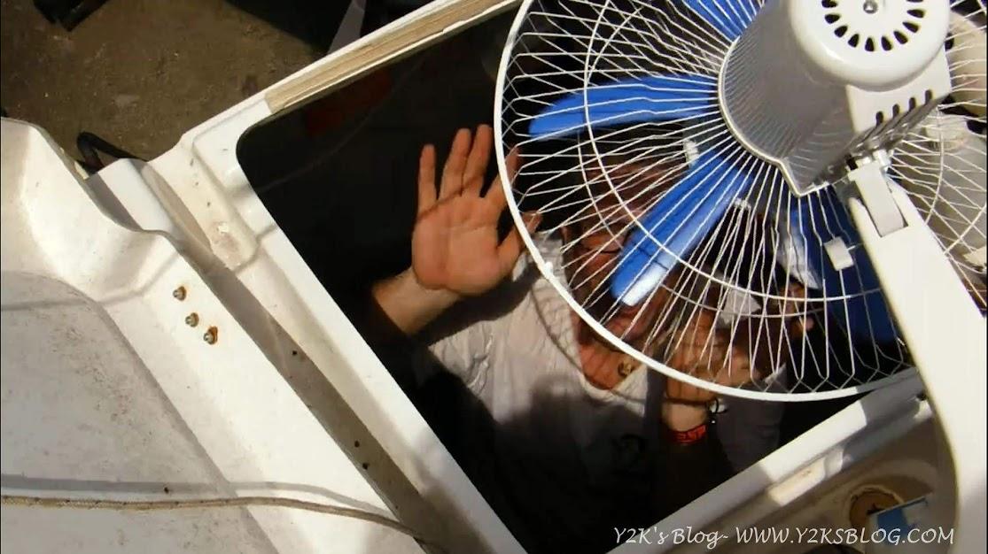 Al lavoro in nei gavoni con ventilatore - Raiatea