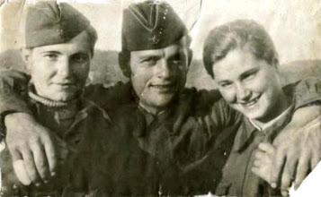 Photo: Кривошеев Е.А. с телефонистками, Шонгуй,1942 г.