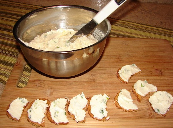 Spread mayo mixture on the toast rounds.