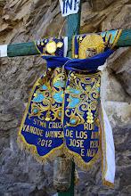 Photo: Cruz en el camino a Ichupampa pasando el puente Cervante Yanque, Caylloma - Arequipa