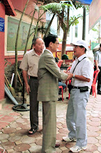 Photo: Arrivée de M. NguyenTu Hung ,Vice-président d'ALAS France avec sa famille au Gold Malt à Hanoi, et la rencontre avec M. Đo Huu Dien , Président d'ALAS Vietnam.