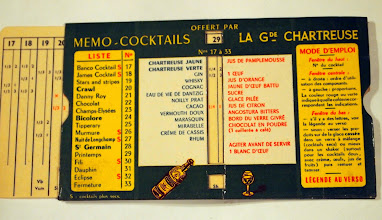 """Photo: Aide mémoire vintage à destination des mixologistes amateurs de chartreuse. 17 recettes de cocktails avec de la chartreuse et les proportions des ingrédients en jeu... Certaines sont peu communes. Ici le """"Printemps"""" : 1/4 Verte, 1/2 Gin, 1/4 citron."""