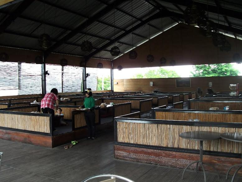 Warung Apung Rahmawati's waitress