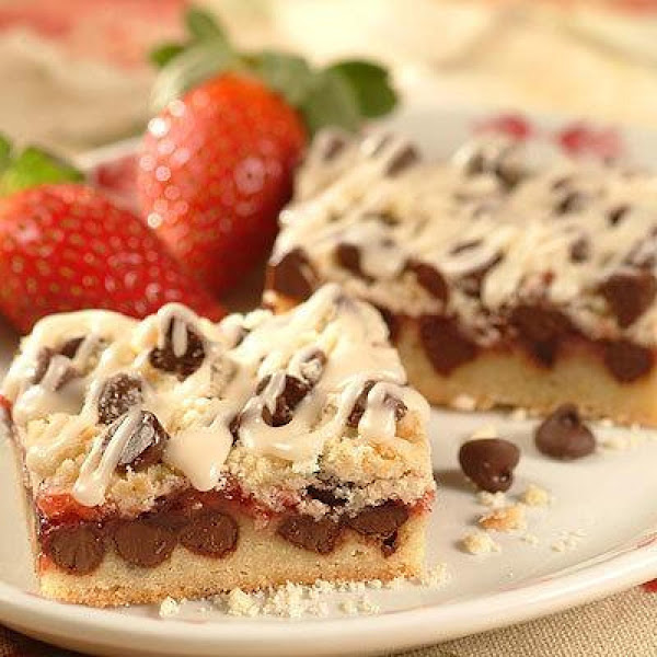 Chocolate Strawberry Streusel Bars Recipe