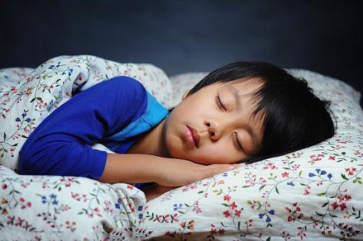 Trẻ em thiếu ngủ làm tăng nguy cơ cholesterol cao khi vào tuổi thành niên 01