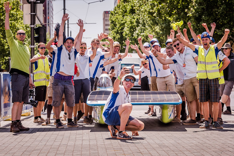 Bert Longin joins us in the World Solar Challenge in Australia.