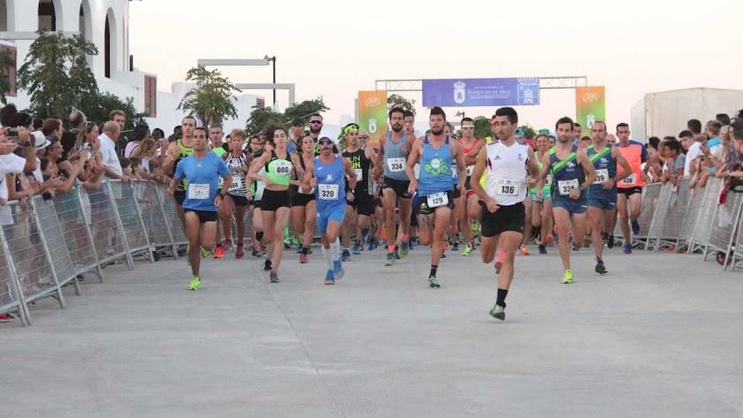 La Media Maratón Ciudad de Roquetas en marcha