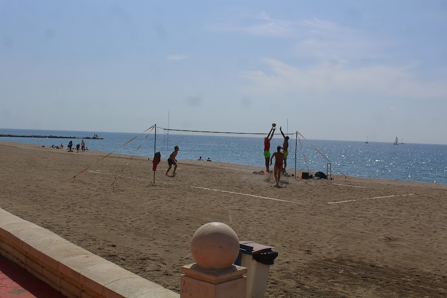 Haciendo deporte en la Playa de los Tritones.