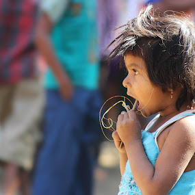 little innocent by Sanket Warudkar - People Street & Candids ( love, little girl, moment, innocence, candid )