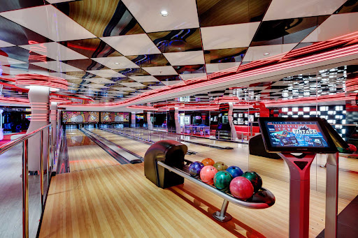 msc-seaside-bowling-alley.jpg - You'll find a full bowling alley waiting for your strikes and spares on MSC Seaside.