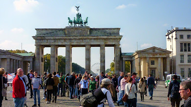 Photo: Critical Mass Berlin - Sonntagstour vom 05.10.2014 - Los gings wie immer um 14 Uhr am Brandenburger Tor. Foto: http://criticalmass.berlin