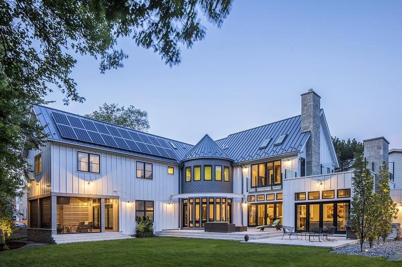 Công trình biệt thự sử dụng mái tôn cách nhiệt màu xanh dương
