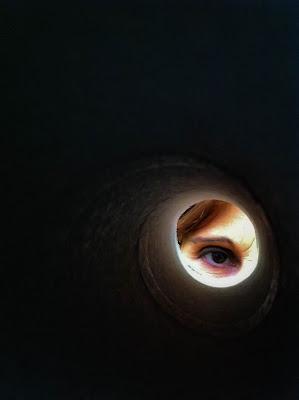 Guardare dentro al nero per cercare la luce di Concetta Caracciolo