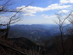 崩壊地脇からの展望(中央左に中村山)