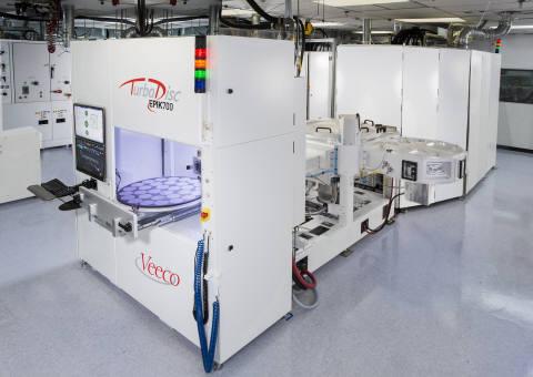 MOCVD 장비는 LED 칩 생산 필수 공정에 활용된다. 사진은 비코 터보디스크 에픽700 MOCVD 장비.