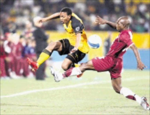 BALL and ALL: Kaizer Chiefs' Thuso Phala tries to dodge a tackle by Moroka Swallows' James Mayinga during their MTN 8 first leg match at Loftus Stadium in Pretoria on Saturday night. Pic. Veli Nhlapo. 17/08/08. © Sowetan.