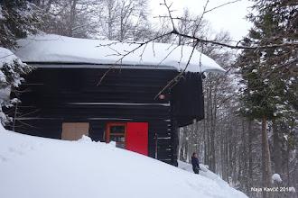 Photo: ... ter tam pustimo Andrejo, da opravi svojo zimsko službo in poskrbi za toploto v koči, ...