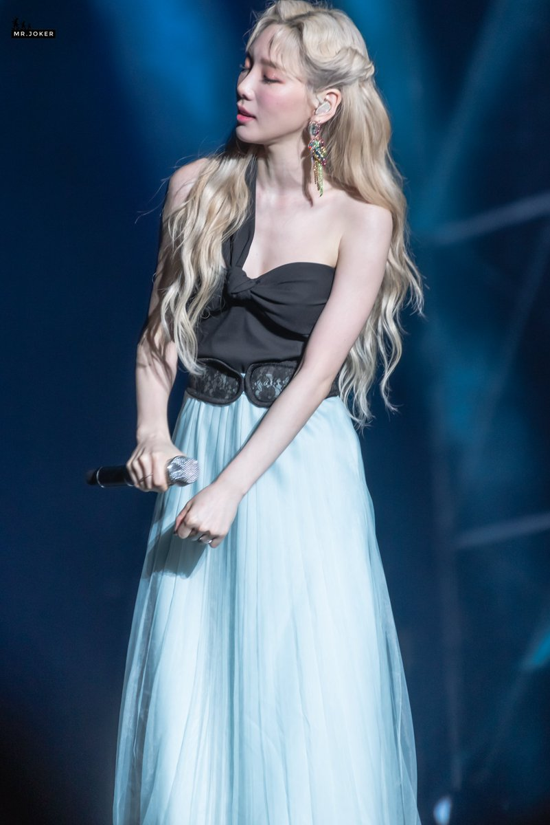 taeyeon gown 33
