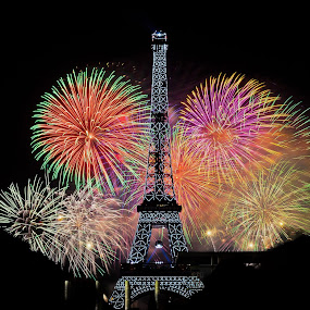 Eiffel Tower Fireworks, Paris by Dimitri Foucault - Public Holidays July 4th ( exposure, paris, famous landmarks, tower, eiffel, fireworks, night, long, light, painting, fire, works )