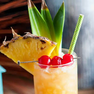 Fall in Paradise – A Pineapple and Rum Cocktail.