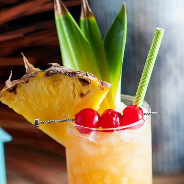 Fall in Paradise – A Pineapple and Rum Cocktail