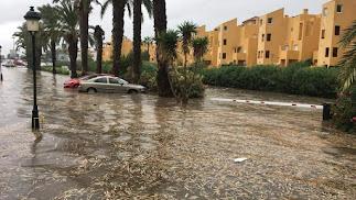 Inundación en una de las calles de Vera Playa el pasado sábado.