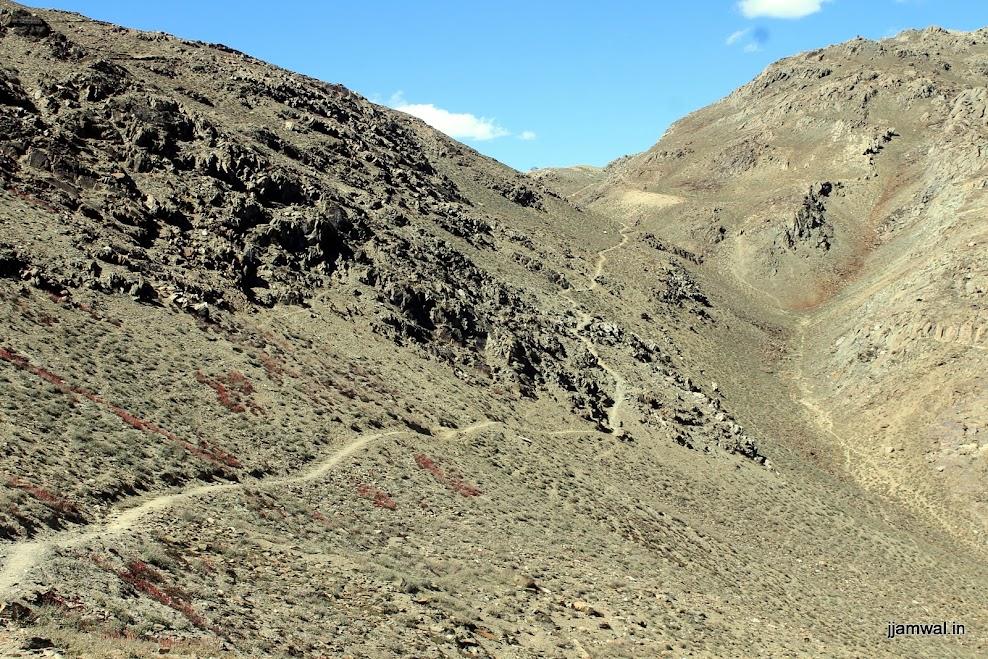 Start of hiking trail from Kunzum La