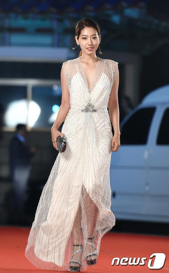 shinhye gown 2