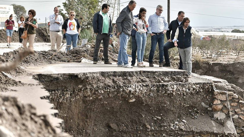 Las autoridades políticas visitaron la localidad nijareña de San Isidro.