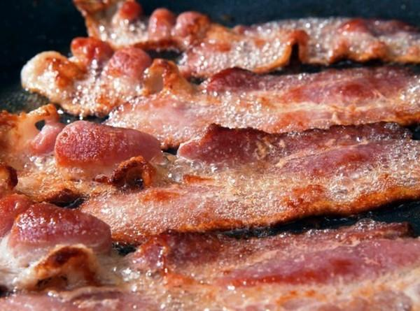 In a large skillet fry the bacon until crispy and set aside to drain...