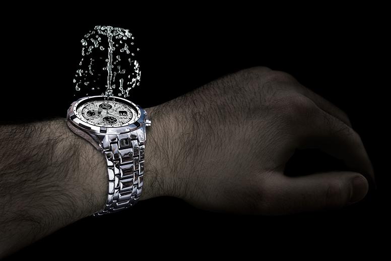 zaparowane szkiełko zegarka